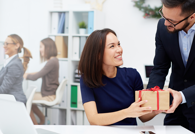 10 Worst Gifts to Give Your Workmate (And What to Gift Instead)-2